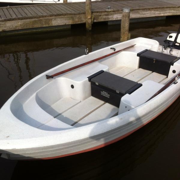 Toer/visbootje met buitenboordmotor Vermietung Anjum